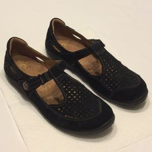 Earth Origins Suede Leather Flats w/Velcro Strap